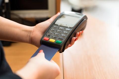 Betale med kort eller kontant for å oppnå lavere pris?