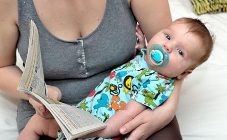 Stimuler barnet ved å lese for det