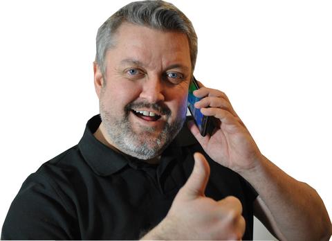 Gjerrigknarken Rune snakker i telefonen